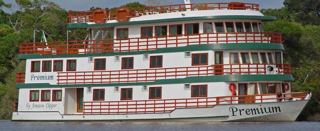 le bateau premium sur le rio negro