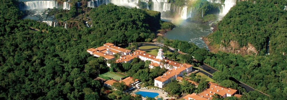An aerial view of the hotel das cataracts at Iguaçu.