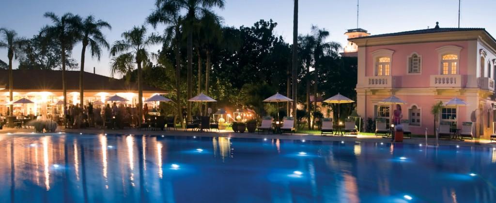 Swimming pool at hotel Belmond das Cataratas at the Iguassu falls.