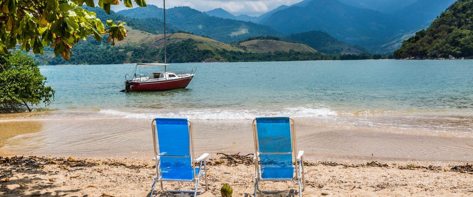 The coasta verde beach, looking out onto the mountainous region.