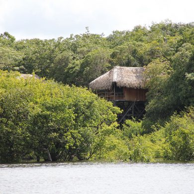 Juma lodge bungalow on stilts hidden on the banks.