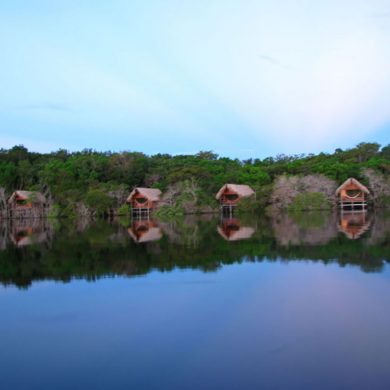 Amazonie Les bungalows vue lac Juma lodge