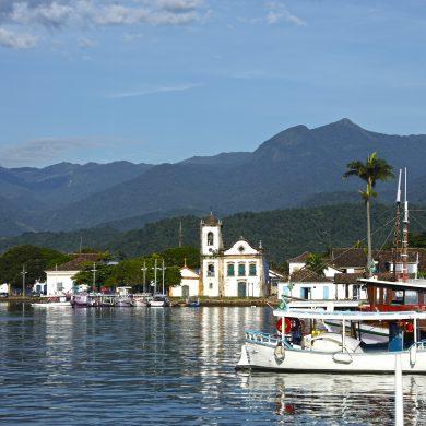 bateaux dans le port de Paraty