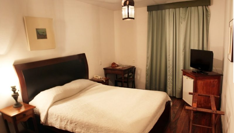 A picture of a standard bedroom in Hotel luxor in Ouro preto.